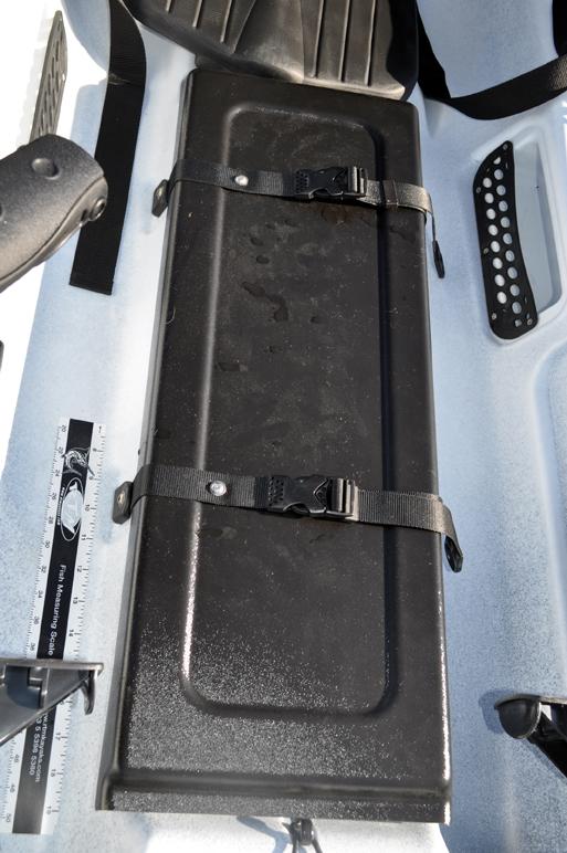 1 coffre central avec tube range cannes.